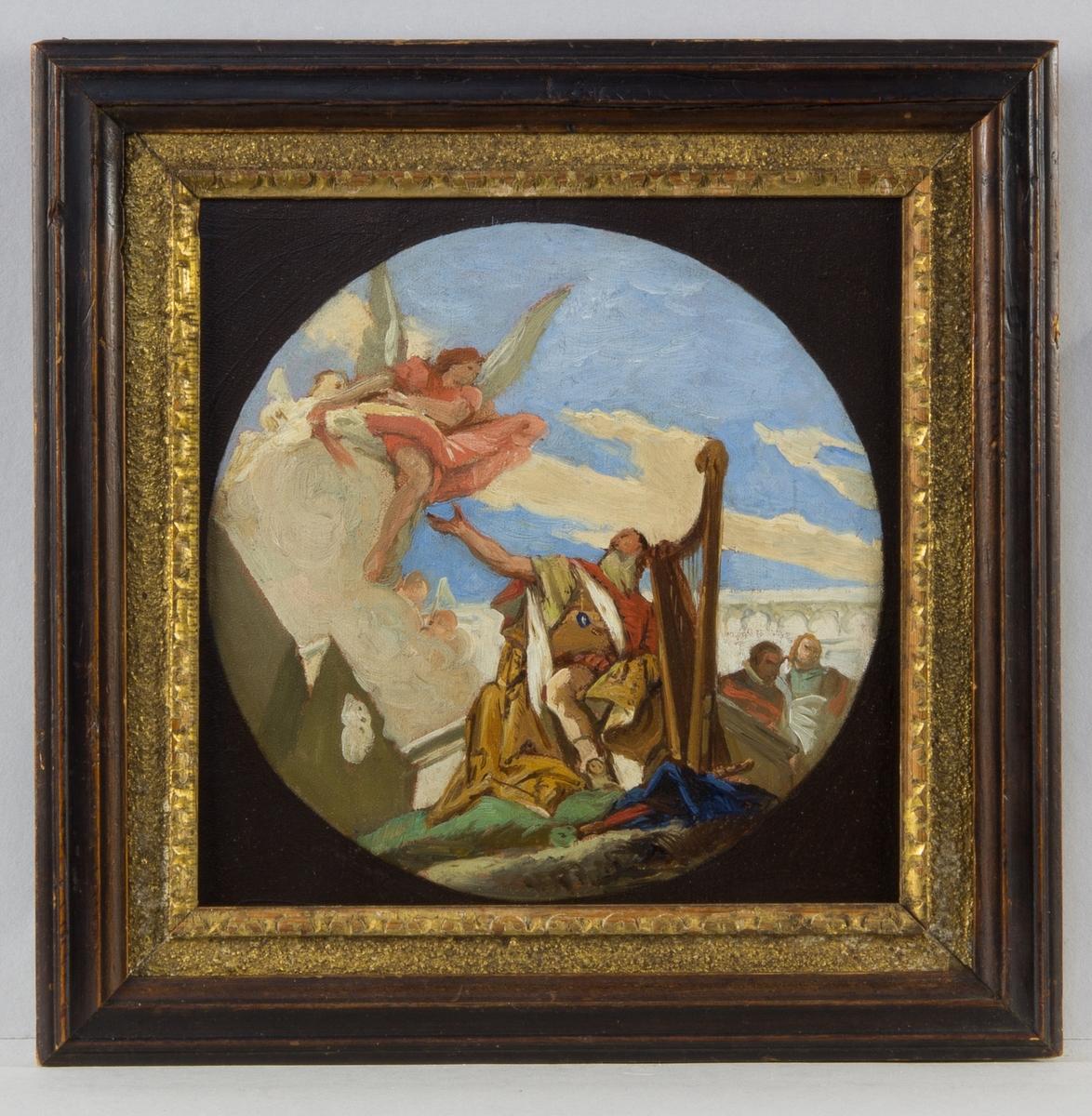 Konung David sitter i helfigur vid sin lyra. Ovanför honom en svävande ängel. I bakgrunden arkitekturelement och två figurer.