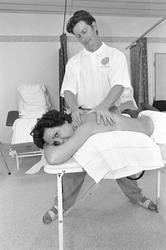 Kvinna får massage, Uppsala 1997