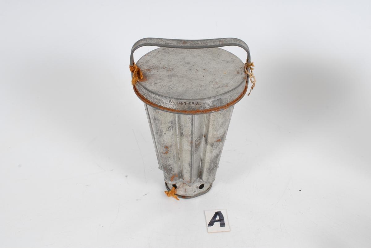 Form: kjegleformede med regelmssige ujevnheter