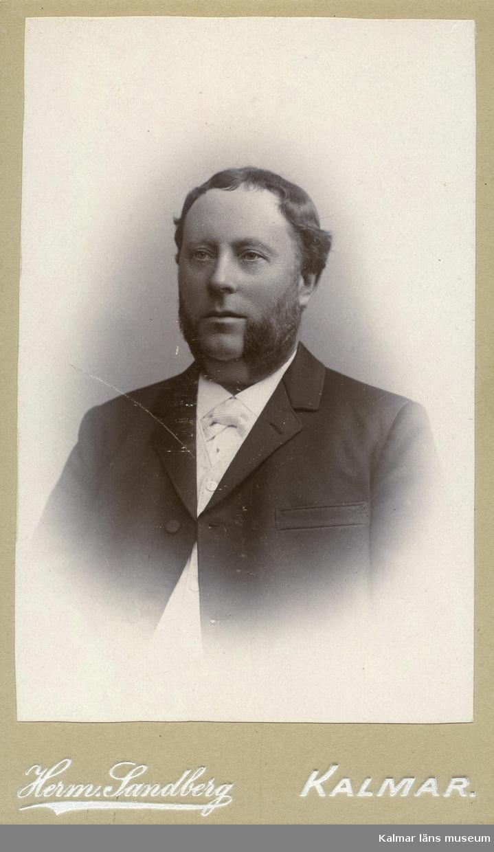 Harberg, Eric. Elev i Rostad-skolan omkring 1868-70. Skolkamrater till Maria Jeansson född 1854.