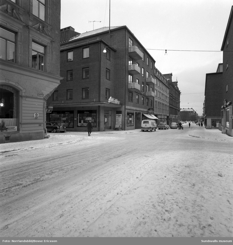 Nya Saluhallen i hörnet av Kyrkogatan och Thulegatan. Exteriörbilder från olika håll.