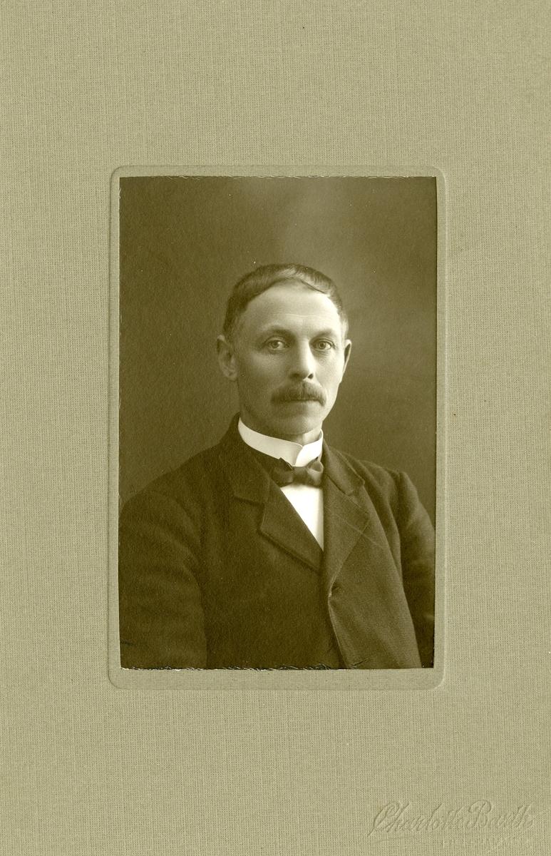 Portrett av Olaf O. Egge. Ordfører i Brandbu.