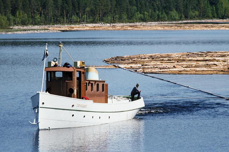 I DRIFT: Trysilknut var i drift som tømmerslepebåt til 1984. Året etter ble den museumsbåt. Foto: O.T. Ljøstad/Norsk Skogmuseum (Foto/Photo)