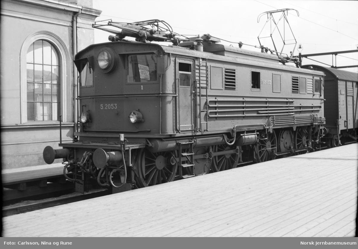 Elektrisk lokomotiv El 5 2053 på Oslo Ø