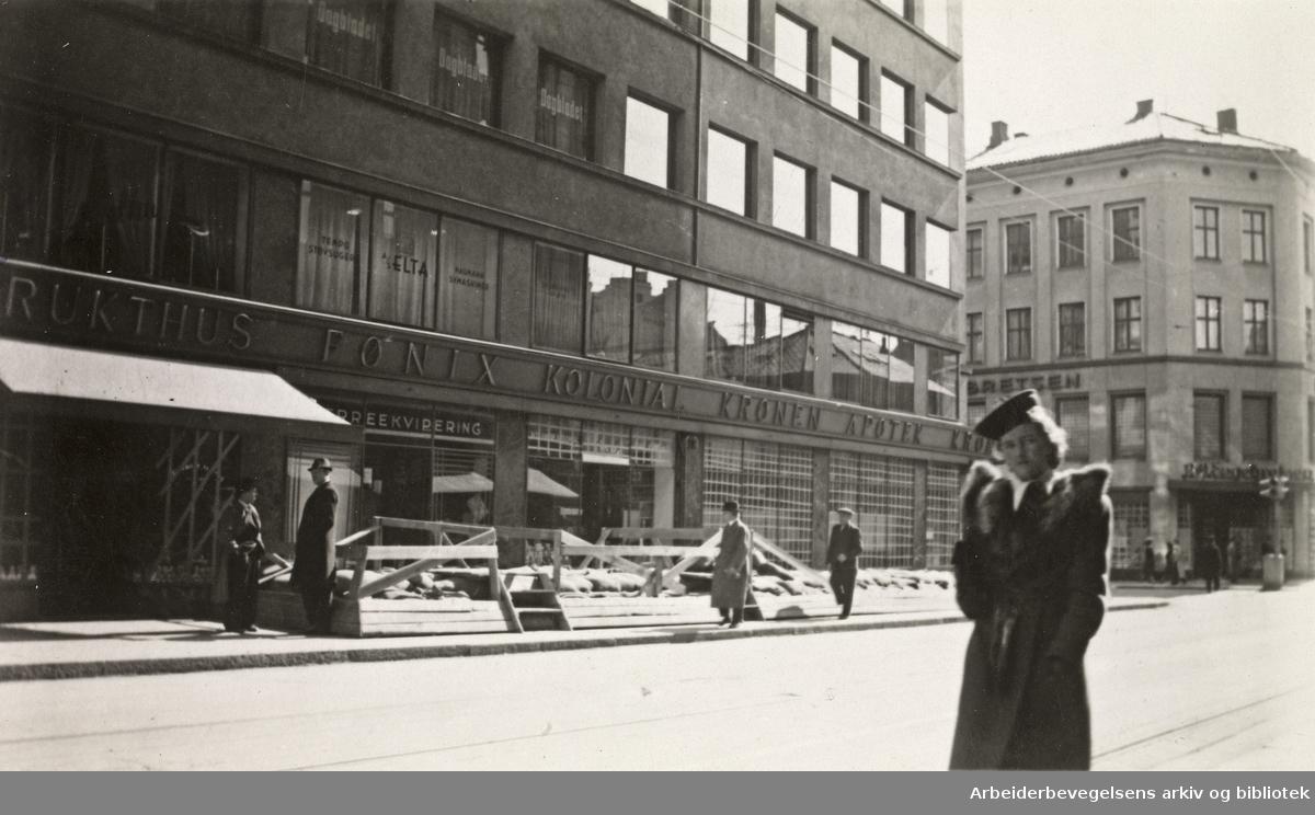 Ole M. Engelsens fotografier fra okkupasjonsårene i Oslo..Sikring av kjeller ved apoteket Kronen i Grensen..April 1940.