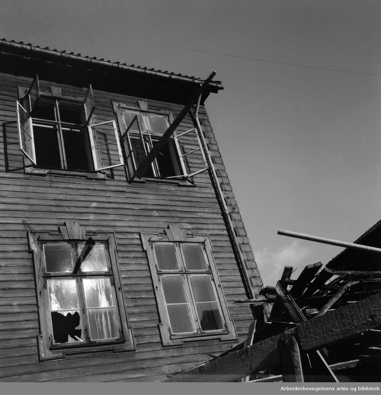 Empirekvartalet rives.Oktober 1954