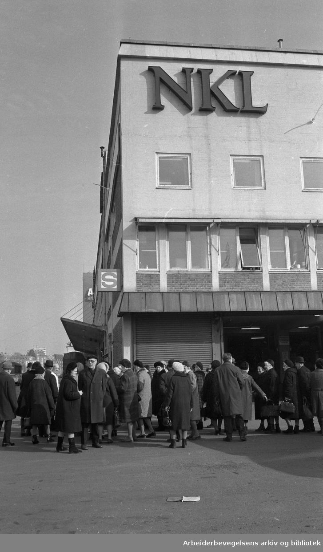 NKL (Norges Kooperative Landsforening). Kaffelager på Filipstadkaia. .Foto 14. Mars 1974.
