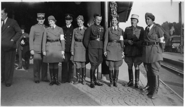 Eskorte norske jenter skinnhansker dame