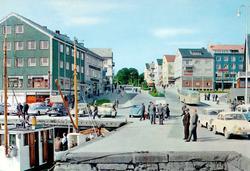 """Postkort """";T-B-22""""; med motiv fra Sørsundbroen som knytter K"""