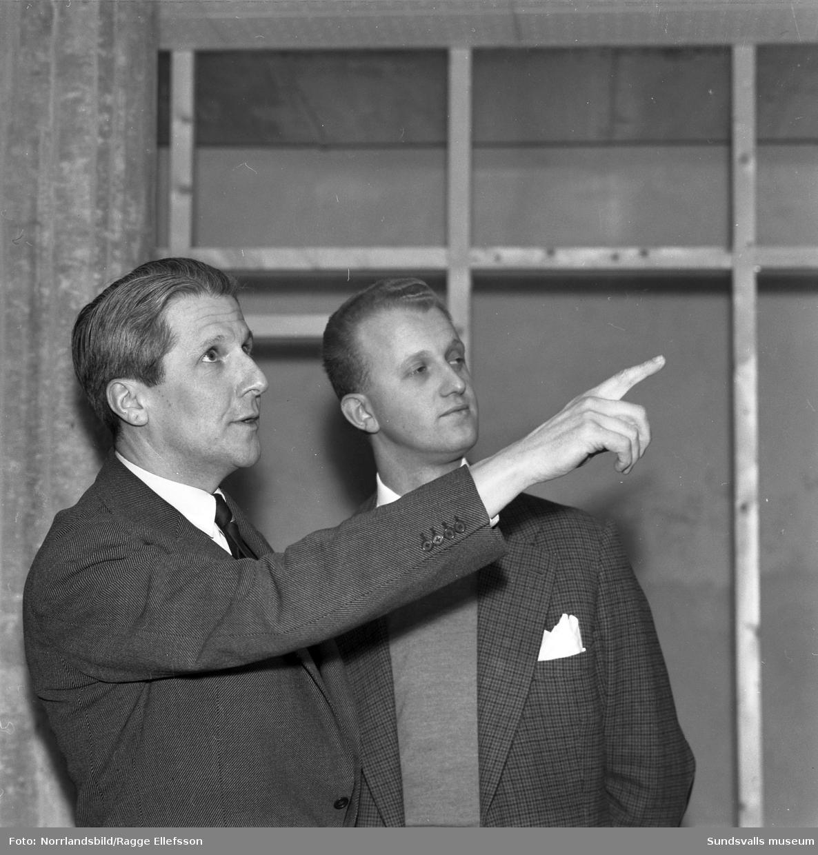 Direktör Lars Waldenström och affärschef Rolf Gard vid konfektionsvaruhuset Tre Rosor.