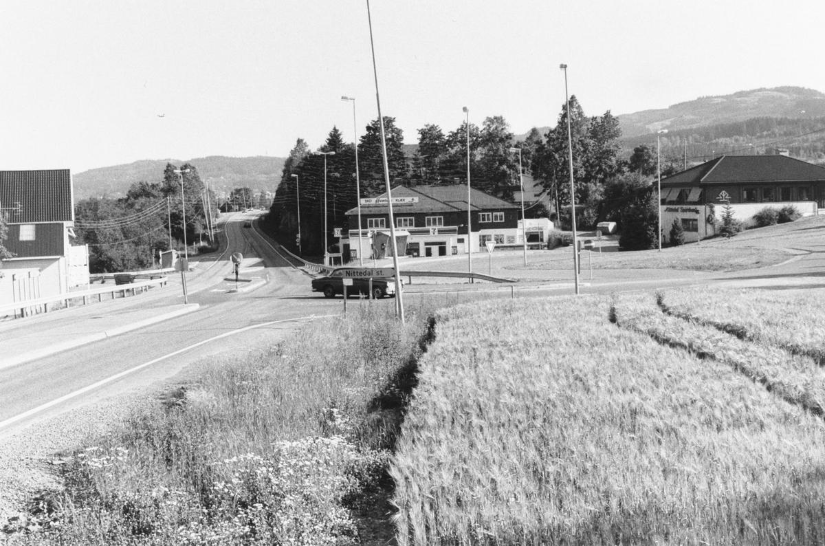 Rotneskrysset, der Stasjonsveien munner ut i riksvei 4.