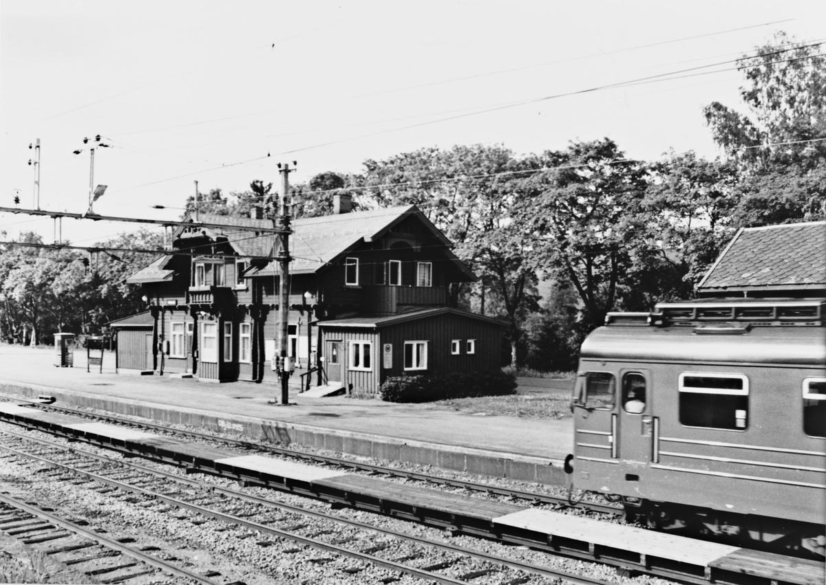 Hakadal jernbanestasjon