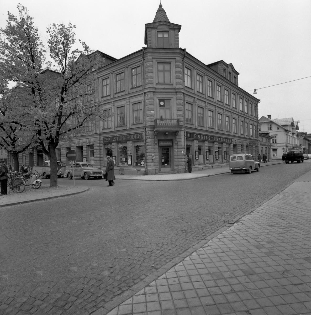 Dahlinhuset från 1895 i hörnet av Västra Torggatan 3–Storgatan 31 plåtades hösten 1959. Kvarteret heter Posten