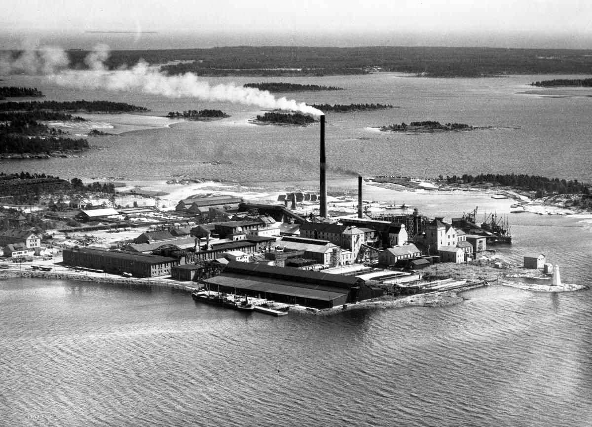 Skoghallsverken från luften på 1930-talet.
