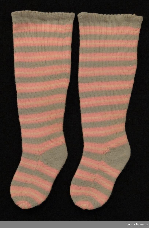 Striper i rosa og grått.