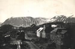 Honningsvåg før 1945. Bebyggelse i Rådhusgata. Hotell Fønix