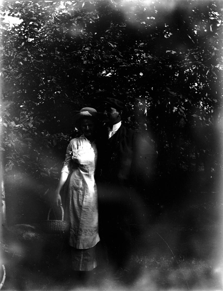 Man och kvinna. Fotograf okänd.