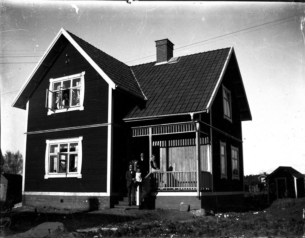 Kondukt. Sjöbergs hus, hörnet Virgatan/Prästgärdsgatan. Fotograf okänd.