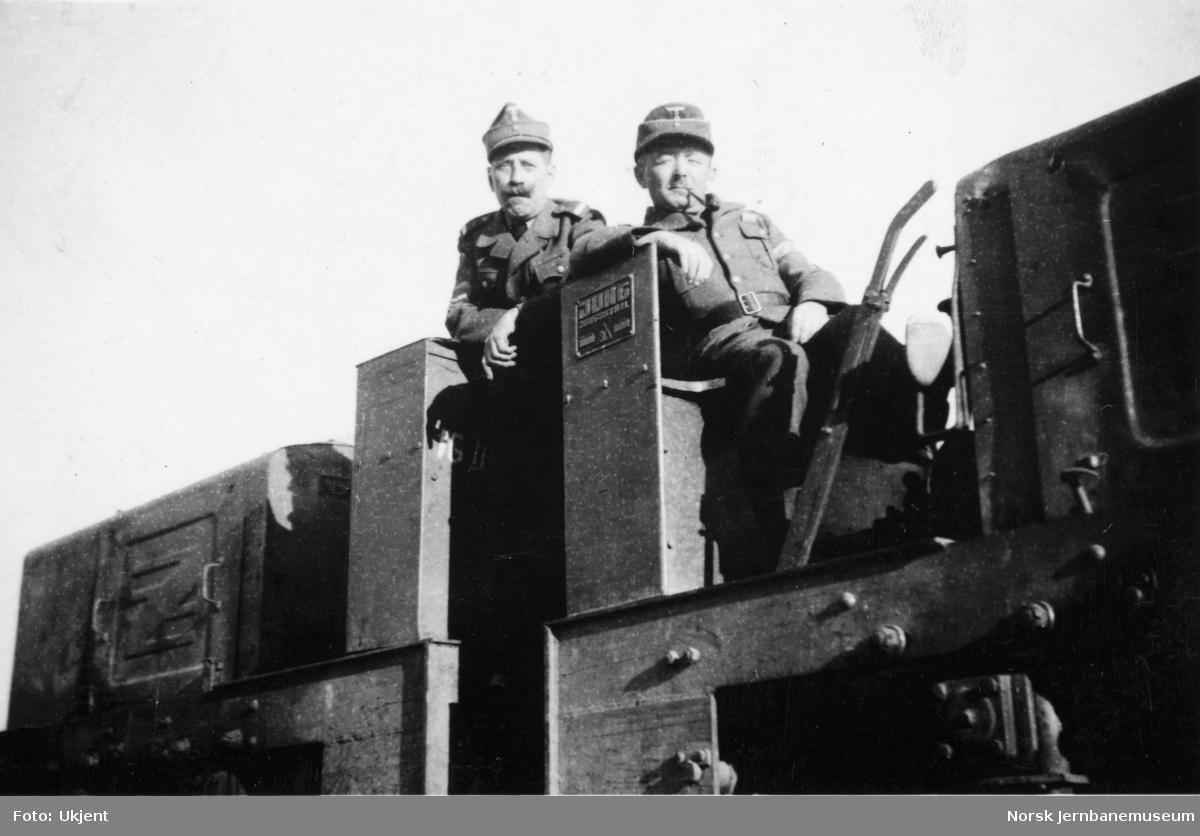 To sammenkoblede Jung-anleggslokomotiver med tyske førere på det som ble Fauske stasjonsområde, like ved daværende Todt-leir