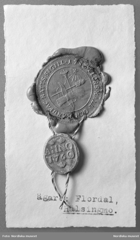 Lackavgjutning av sigill med plomb från Flors manufaktur. Sigillet med datering 1753 och plomben 1760.