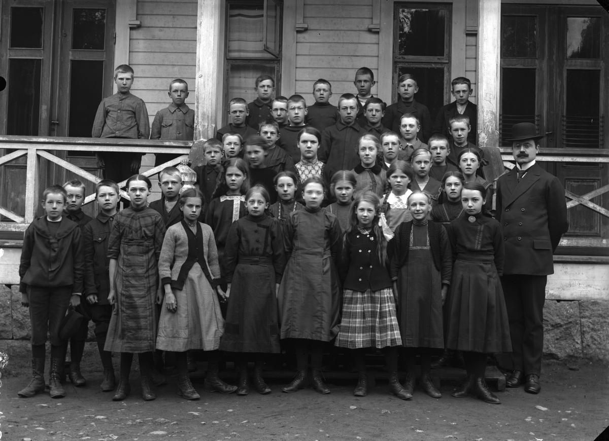 Lärare med en skolklass, folkskolan i Norrsundet.