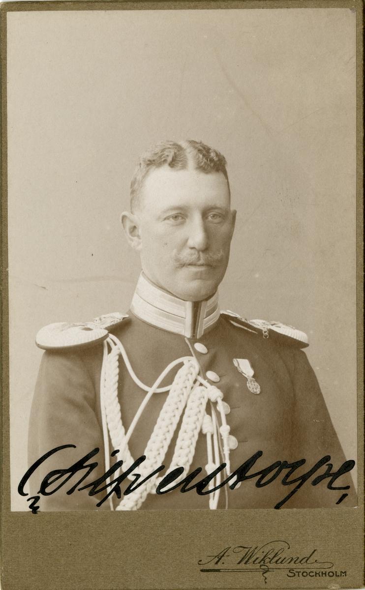 Porträtt av Carl Oskar Emil Silfverstolpe, underlöjtnant vid Svea livgarde I 1.