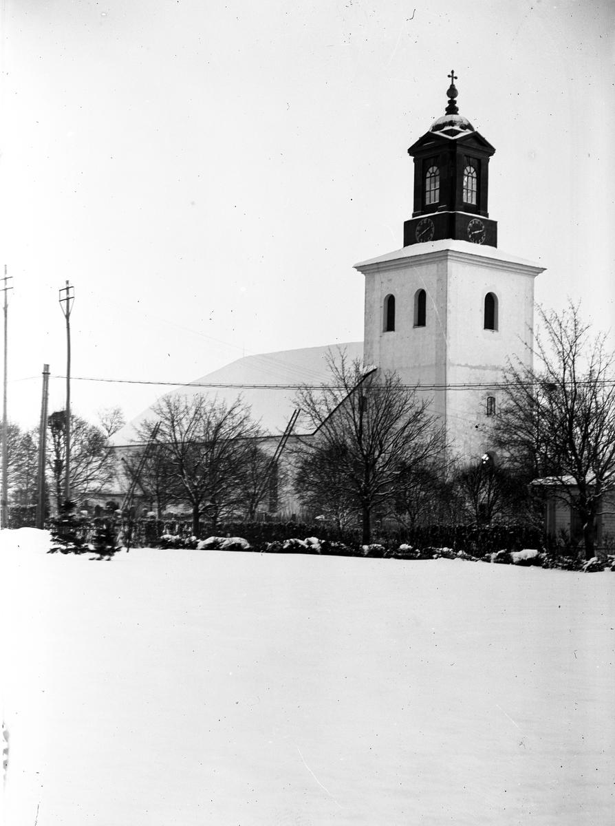 Torsåker kyrka i vinterskrud
