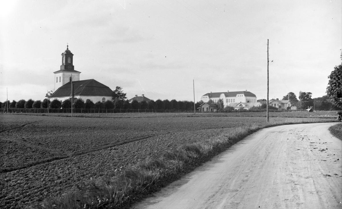 Torsåkers kyrka och nya skola