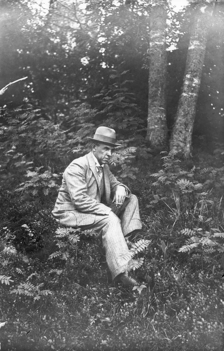 Mannen på bilden är Emil Nilsson.