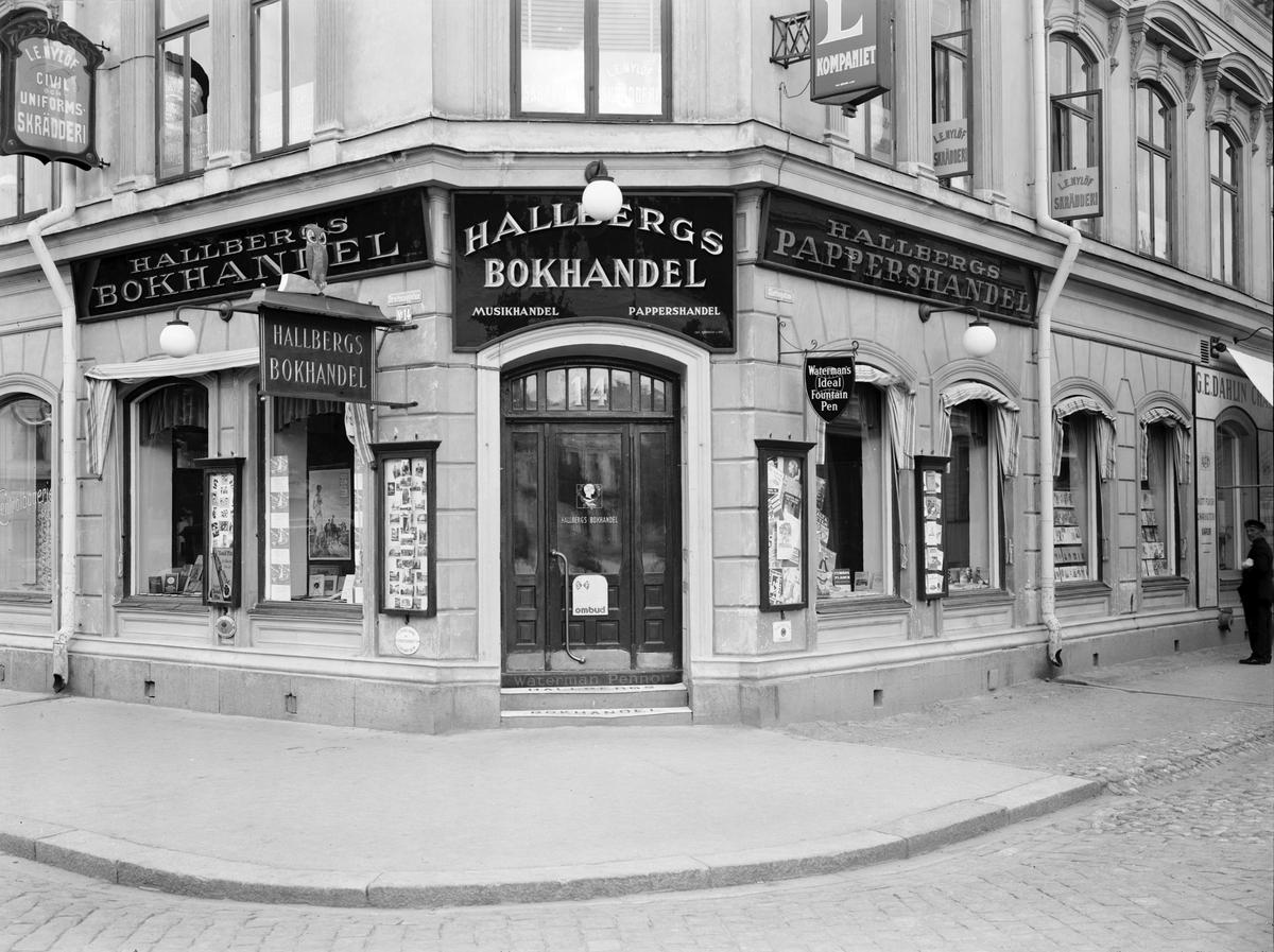 Hallbergs Bokhandel. Gustaf Hallberg, G. E. Dahlin och L. E. Nylöf.