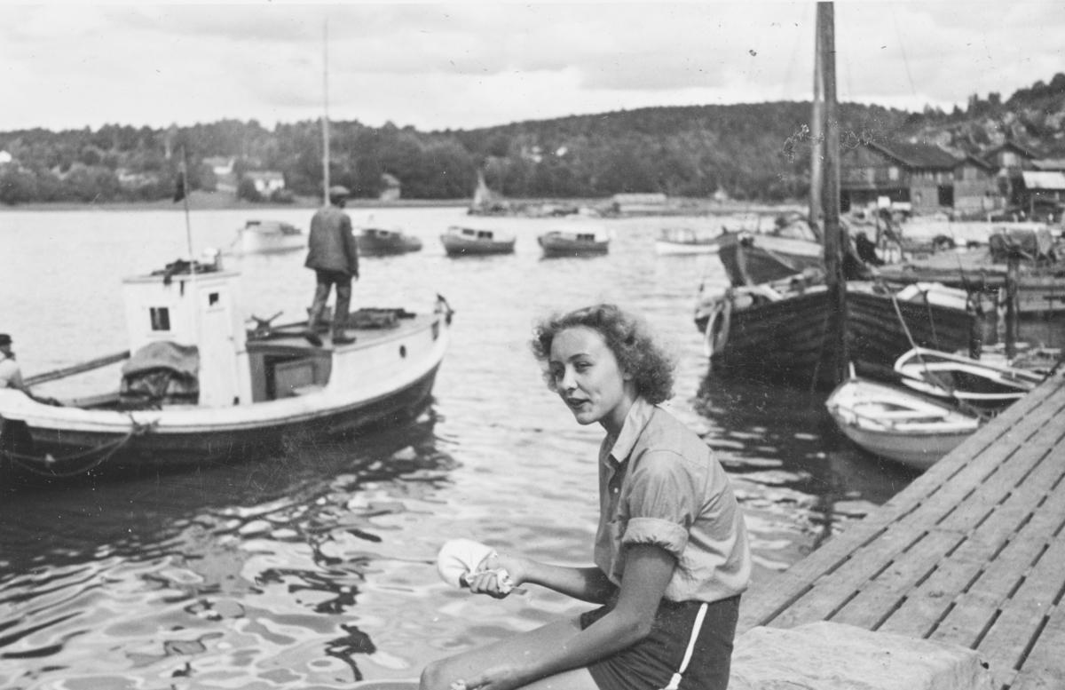 """Tekst fra album: """"Eva Nilsen Son juli 1940""""."""