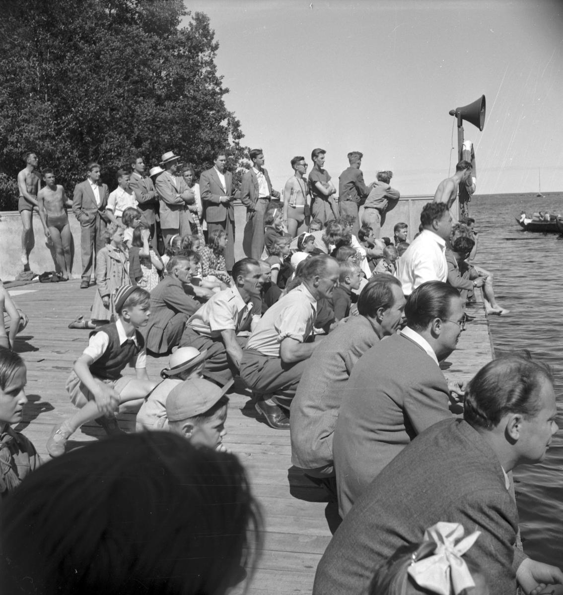 Simningens dag firas i Furuvik. 6 juli 1952.           Beställn. Margit Öberg, Väpnargatan 8 A, Gävle