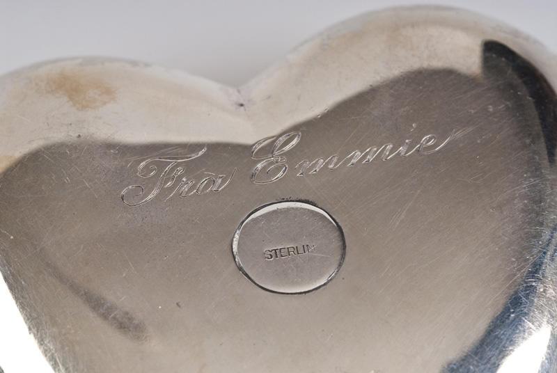 Sølvhjerte med inskripsjon