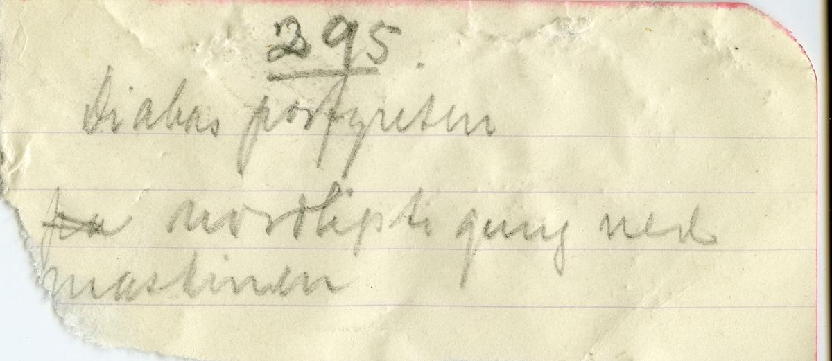 Tekst på etikett i eske:  Diabasporfyrit Nordligste gang i søndre synk 295 m. dyb, Samuels grube, Kongsberg. Mimi Johnson marts 1912.  + papirlapp