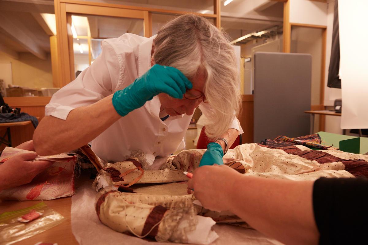 Analyse for rekonstruksjon av rokokko pikekjole på Norsk Folkemuseum (Foto/Photo)