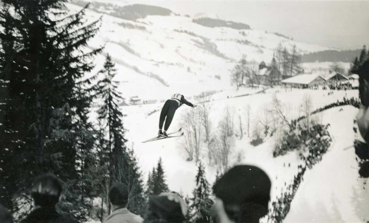 Skiing athlete Sigmund Ruud in action