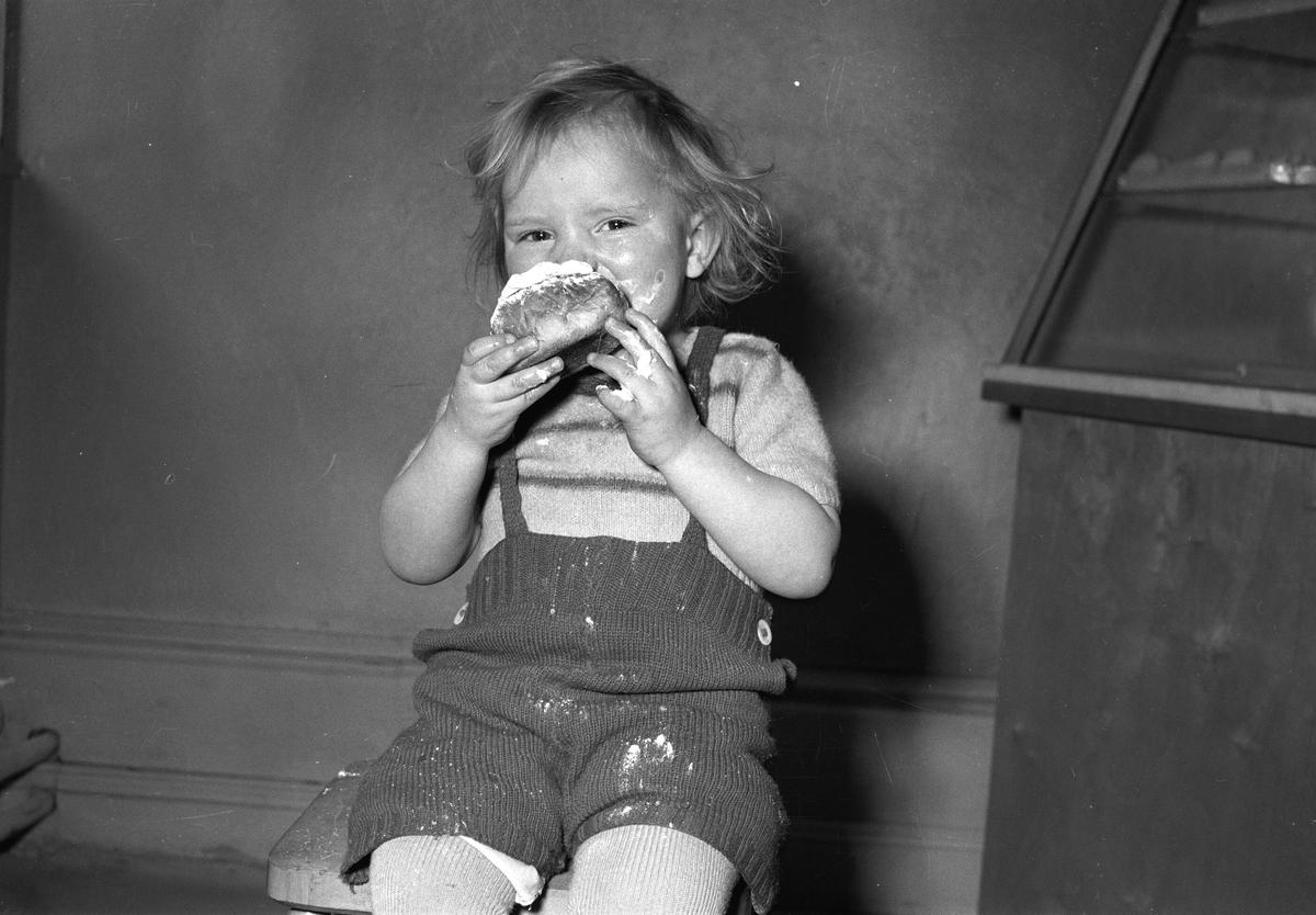 Fettisdagsbullar, premiär för lille Birger Reuter. 31 januari 1950.