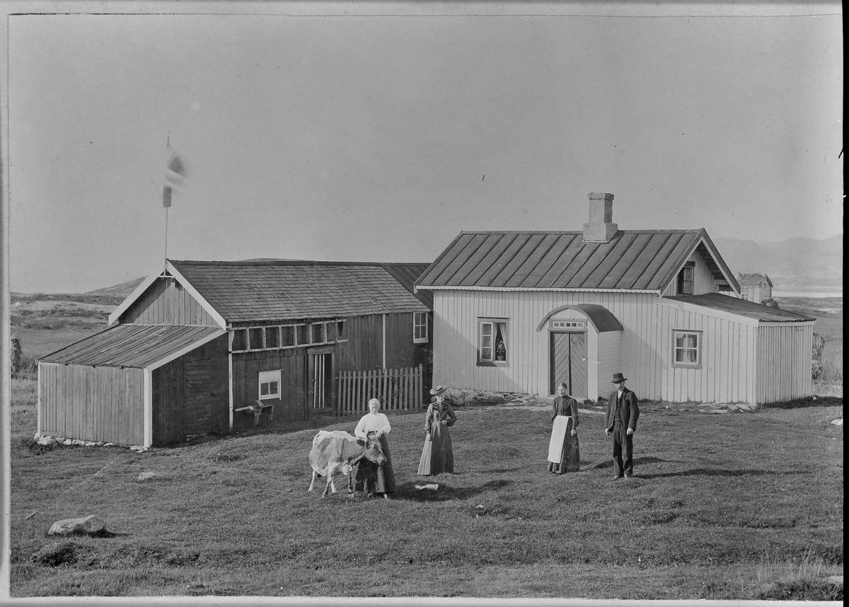 Personer på en gård i Bjugn