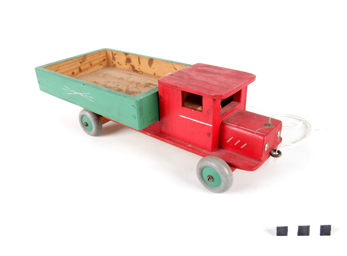 Lastebil i tre som kan trekkes.