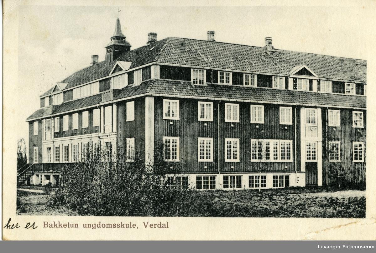 Postkort, med motov fra Bakketun ungdomskole på Verdal.