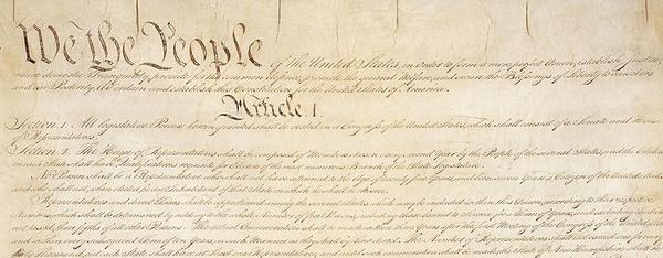 Constitution_of_the_United_States_page_1_red.jpg. Foto/Photo
