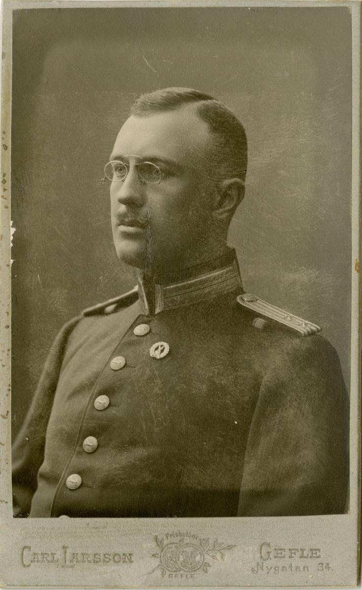 Porträtt av Carl David Pontus Oscar Silfverstolpe, löjtnant vid Hälsinge regemente I 14.