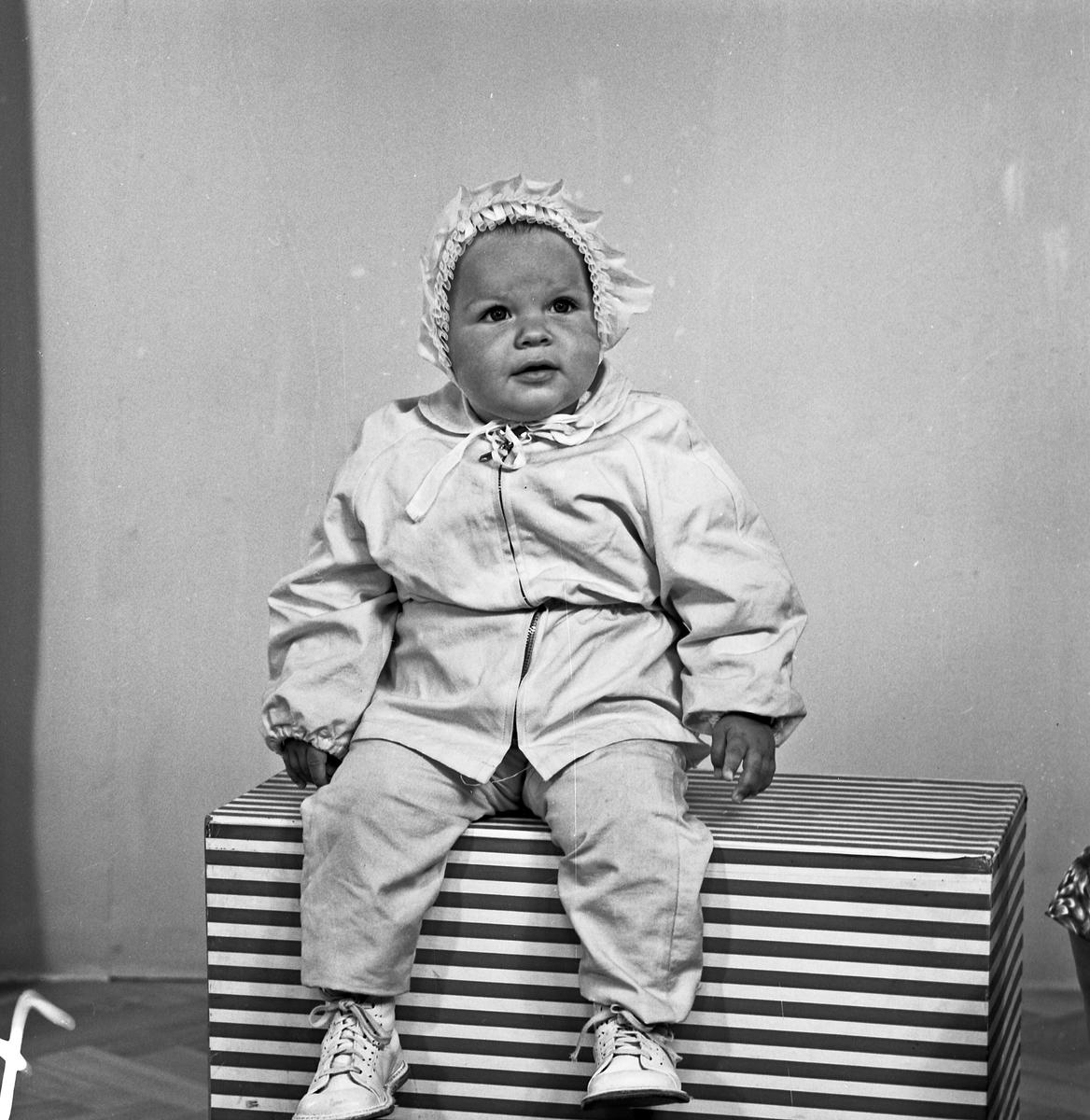 Portrett - lite barn - bestiller Inger Egeland
