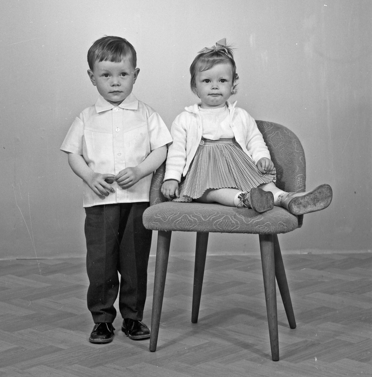 Portrett ung gutt og lita jente - bestiller Dagny Stråtveit