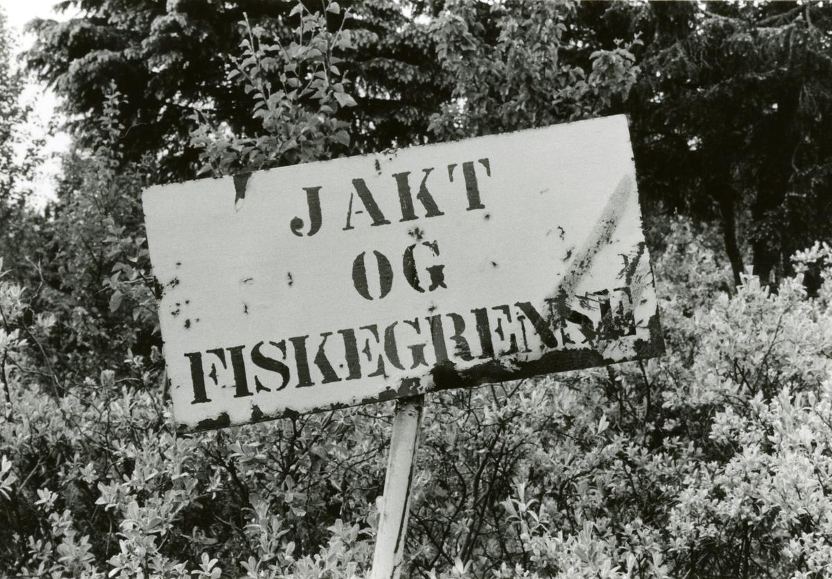 Skilt om grense for jakt og fiske i Bagn og Reinli sameige.