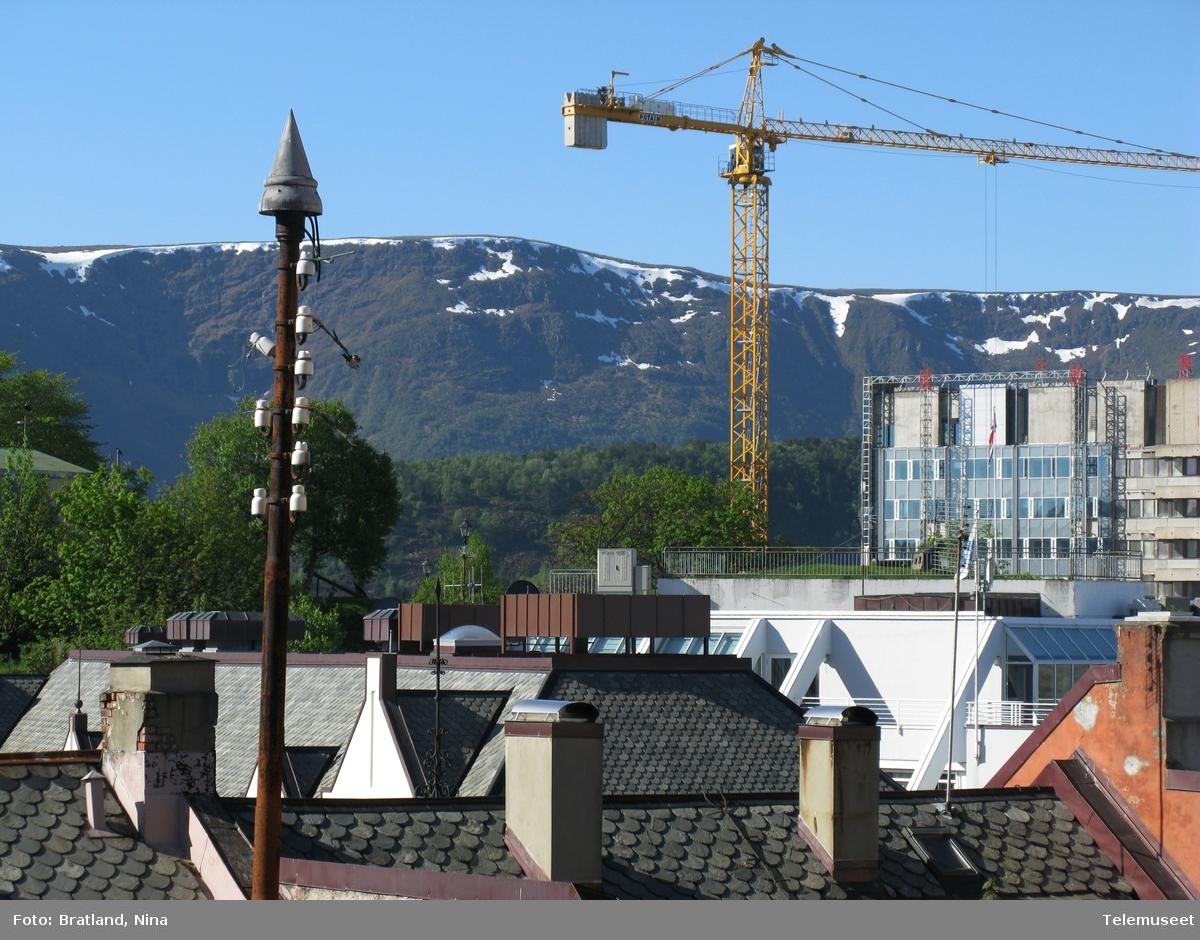 Hustak og stolpe i Ålesund