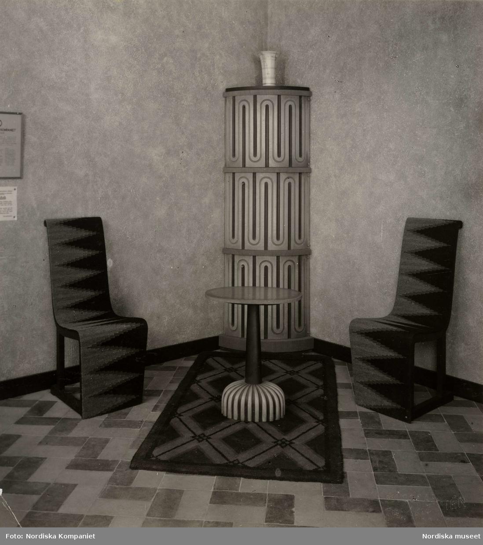 """Stockholmsutställningen 1930. hallmöbel. """"Träslag. furu. Målad och crakelerad i gult, svart och vitt. Arkitekt A.E. Hjorth"""