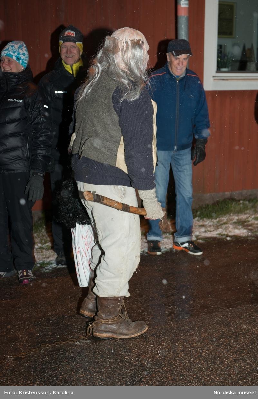Valborre i Dala-Floda, dokumentation D494, tillsammans med Anna-Karin Jobs-Arnberg. Valborreparaden på Kyrkbygatan