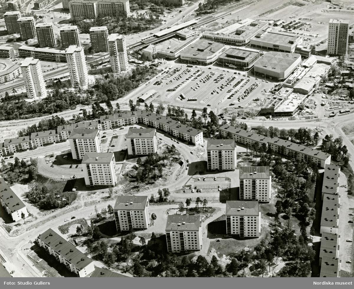 Flygbild över Farsta centrum.