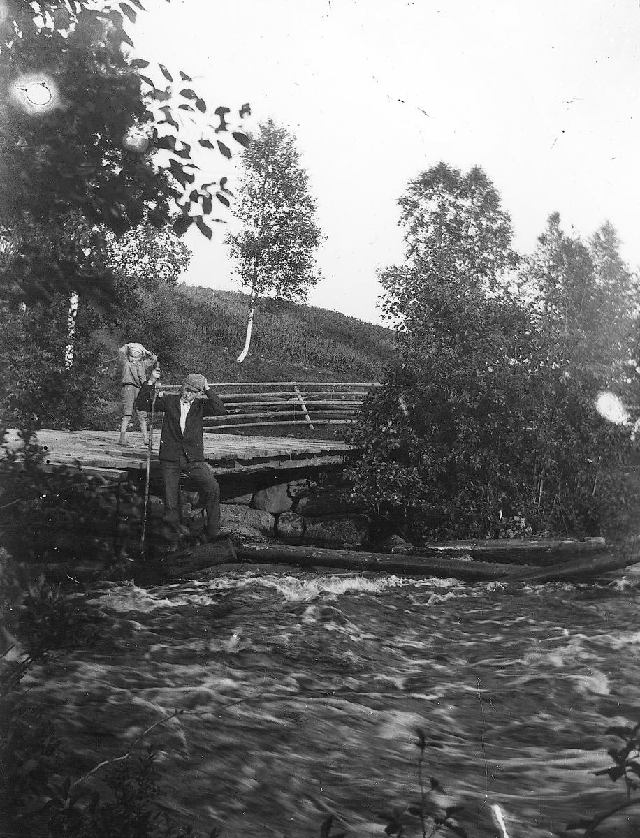 Vid bron till Herrgårdssågen.